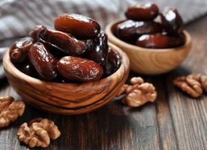 финики и орехи