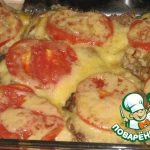 Свинина запеченая с луком, грибами, помидорами и сыром
